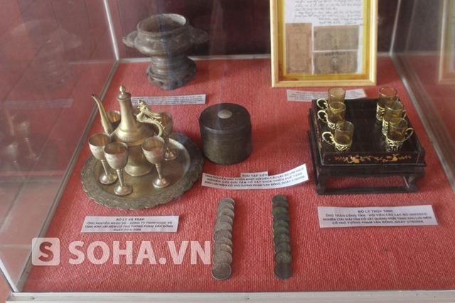 Bộ sưu tập các cổ vậy do một số nhà sưu tập trong nước tặng.