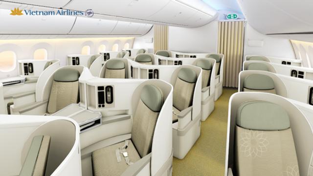 Theo những bức ảnh đã được công bố, máy bay được chia làm 3 hạng chính là phổ thông, phổ thông đặc biệt và thương gia.   Hạng ghế thương gia bao gồm 28 chỗ ngồi với 7 hàng 4 chỗ, được bố trí theo sơ đồ 1-2-1. Với độ cách chỗ ngồi lên tới 106,6 cm, các ghế có thể biến hình thành giường nằm một cách dễ dàng.