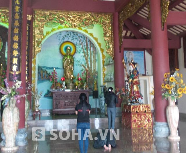 Những ngày qua, khá đông Phật tử vẫn đến các chùa trên địa bàn TP Đà Nẵng để cầu an cho ông Thanh.