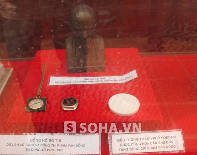 Đồng hồ của Liên Xô (nay là Nga) và CHDC Đức (nay là CHLB Đức) tặng cố Thủ tướng.