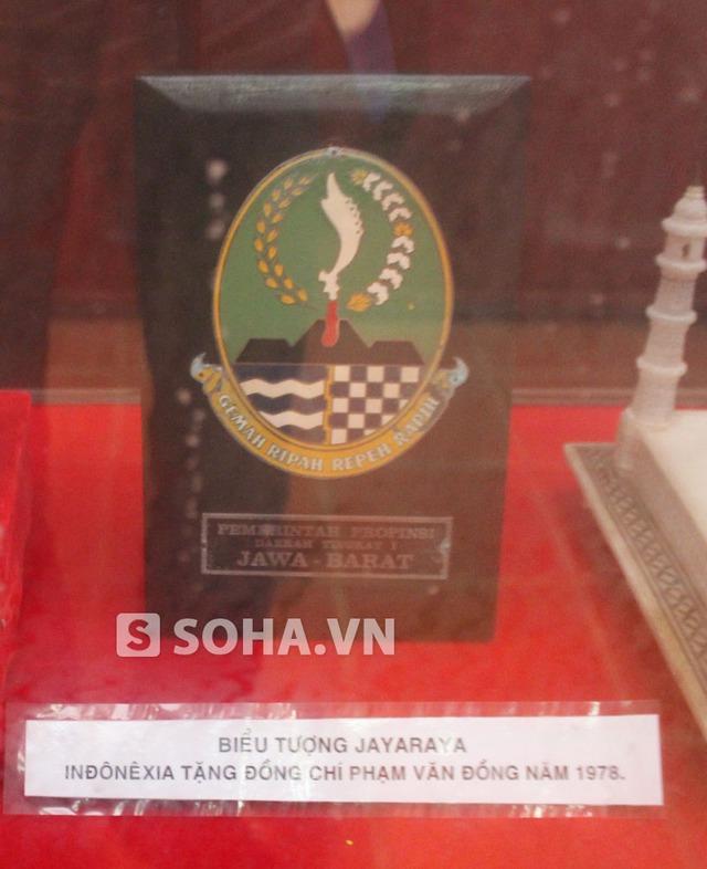 Biểu tượng Jayaraya do Indonexia tặng cố Thủ tướng.