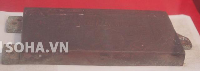 Nhằm ổn định sản xuất và lưu thông hàng hóa ở khu vực miền Đông Nam Bộ, theo sự chỉ đạo của cố Thủ tướng Phạm Văn Đồng, nước Việt Nam dân chủ cộng hòa lúc đó còn phát hành bạc tín phiếu các loại mệnh giá. Trong ảnh là khuôn in bạc tín phiếu vào năm 1947.