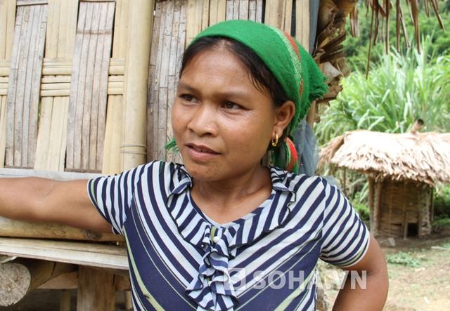 Bà Viêng Thị Đạt (hàng xóm với nghi can Hai): Chúng tôi bất ngờ khi Hai bị bắt. Vì từ hôm xảy ra vụ án đến nay nó vẫn bình thường, không có biểu hiện gì.
