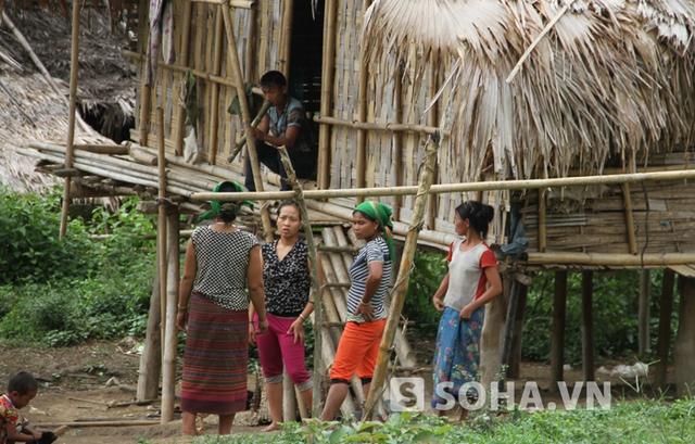 Nhiều người dân ở khu C5 Dọt Dẹt (bản Phồng, xã Tam Hợp) bàng hoàng và bất ngờ khi Hải bị bắt để điều tra về cái chết cảu gia đình anh Thọ cùng bản.
