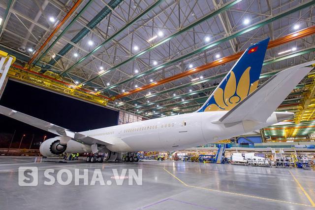 Từ giữa năm 2015, Vietnam Airlines sẽ đồng thời tiếp nhận 2 dòng máy bay thân rộng hiện đại nhất thế giới A350-900 và Boeing 787-9, trở thành hãng hàng không đầu tiên tại châu Á tiếp nhận đồng thời 2 loại máy bay này.
