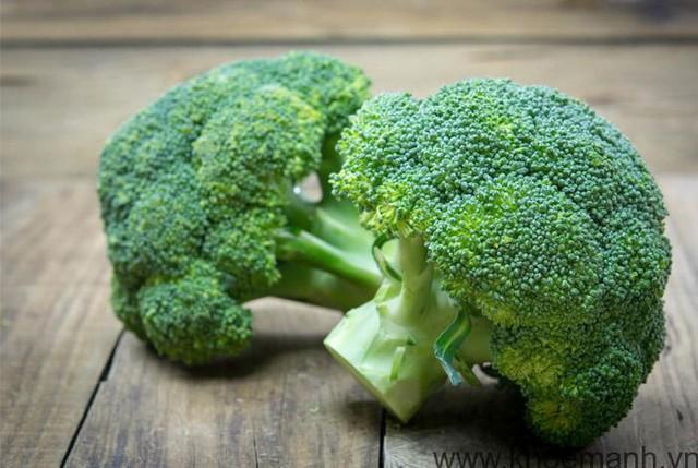 Bông cải xanh có nhiều chất chống lão hoá như vitamine C, E và beta-carotene, giàu chất xơ, giúp giảm nguy cơ ung thư.