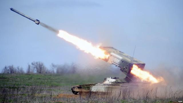 Pháo phản lực phóng loạt TOS-1A Buratino khai hỏa