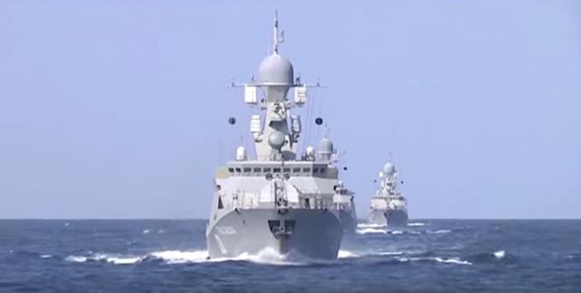 3 tàu Buyan-M xuất hiện trong cuộc tấn công IS hôm 7/10. Ảnh chụp từ video do Bộ QP Nga công bố.