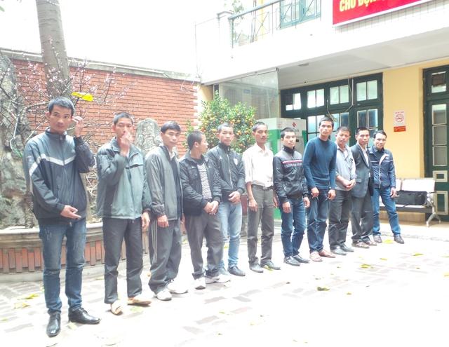 Các đối tượng cò khách đi lễ chùa Hương bị đưa về Phòng CSHS Hà Nội để làm rõ hành vi gây rối trật tự công cộng