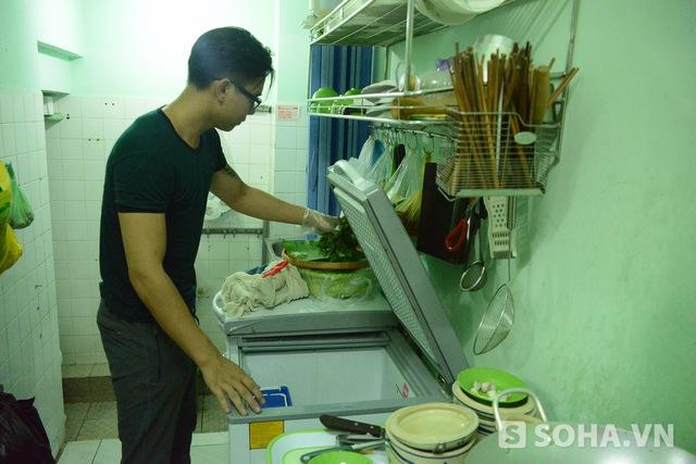 Dù công việc buôn bán đang ngày càng tốt lên nhưng Đông Hùng đang có ý định đóng cửa vì vướng bận khiến anh không thể toàn tâm cho công việc.