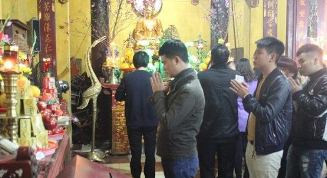 Người dân đi lễ chùa dịp đầu năm cầu mong mọi sự may mắn, tài lộc, hanh thông. (Ảnh minh họa).