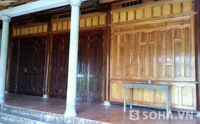 Sau đám cưới gây ồn ào này, cuộc sống gia đình oogn Tường bị chịu nhiều sức ép nên suốt ngày chỉ đóng cửa im ỉm.
