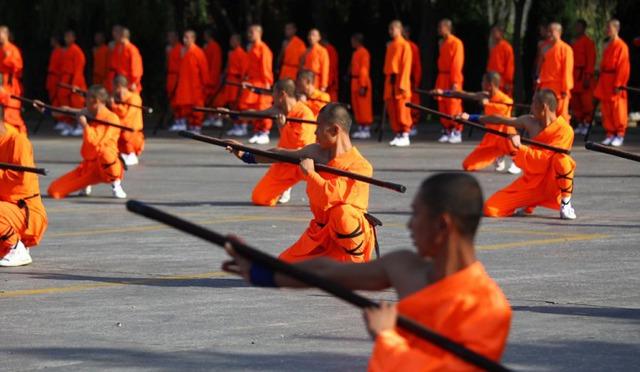 Trường côn là binh khí tiêu biểu nhất của võ Thiếu Lâm.