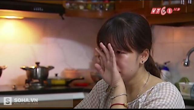 Trong phóng sự, con gái thầy Đỗ Việt Khoa đã khóc và nói về nỗi khổ khi bố chống tiêu cực