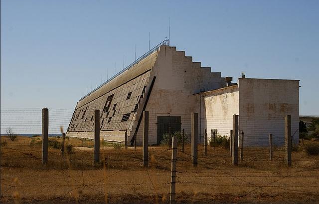 Radar khổng lồ Dnepr-M dù hiện đại đến mấy cũng không giúp được sự chủ quan của con người.