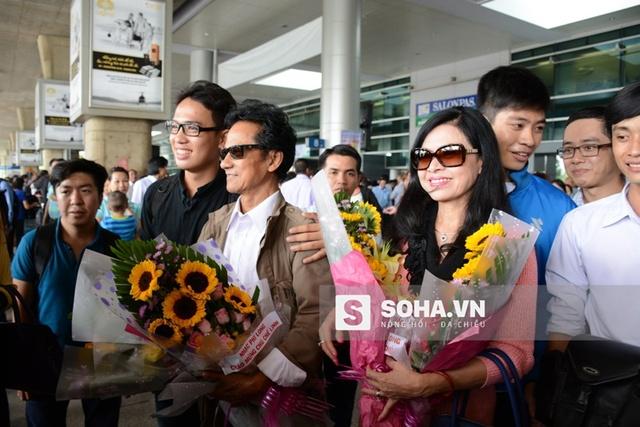 Sau tour lưu diễn các tỉnh phía Nam thành công hồi đầu năm, nam danh ca Chế Linh trở về Canada. Đúng dịp kỷ niệm Ngày Phụ nữ Việt Nam 20/10, nam danh ca trở về Pleiku để hát mừng chị em.