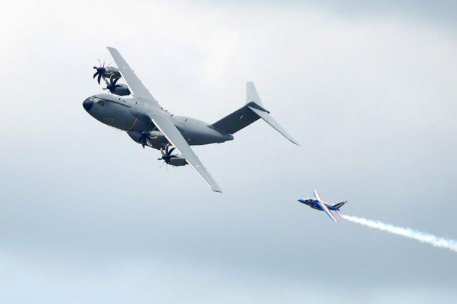 1 chiếc máy bay vận tải A-400M của Không quân Pháp tham gia bay biểu diễn. Mẫu máy bay này vừa gặp 1 tai nạn nghiêm trọng cách đây không lâu.