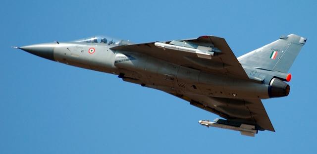 Tiêm kích nhẹ Tejas cũng như nhiều chương trình vũ khí của Ấn Độ đã bị chậm tiến độ hàng chục năm
