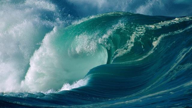 Hình ảnh sóng lừng trên biển