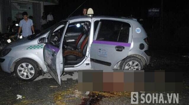 Chiếc xe taxi tại hiện trường vụ án mạng
