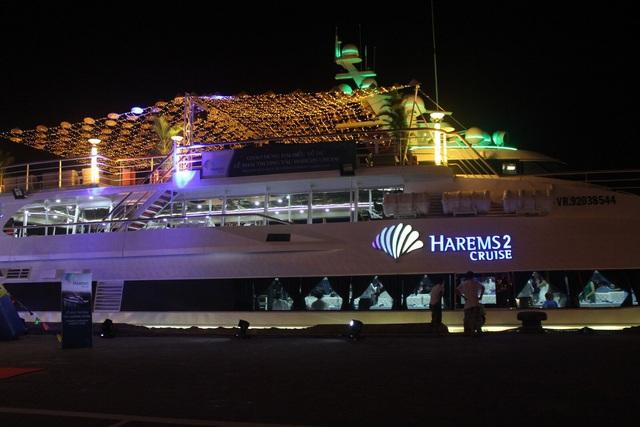 Harem 2 có quy mô 3 boong, kết cấu thành 3 tầng với sức chứa trên 200 người.  Ảnh: Báo Đà Nẵng