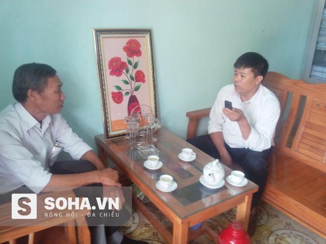 Anh Lại Linh Cương (bên phải), Hiệu trưởng trường PTDTBT Tiểu học Tân Lập