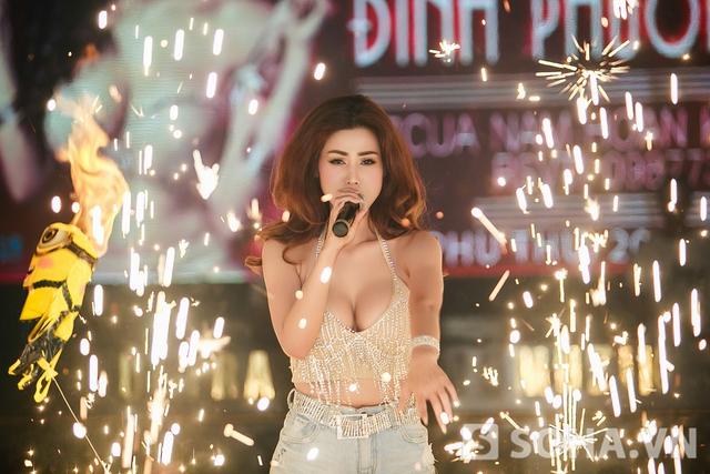 Người đẹp gốc Hà Thành thể hiện 3 ca khúc từng được nhiều người yêu thích trong album Nhan Sắc.