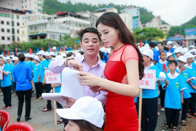 Ngày 7.6, Hoa hậu Kỳ Duyên đã tham gia một chương trình phát động bảo vệ môi trường biển ở Cát Bà.
