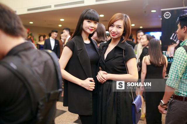 Tối 23/11, Hạ Vy xuất hiện tại show diễn make up thời trang với vai trò chỉ đạo catwalk kiêm người mẫu. Thần thái rạng rỡ, năng động của chị khiến nhiều người bất ngờ.