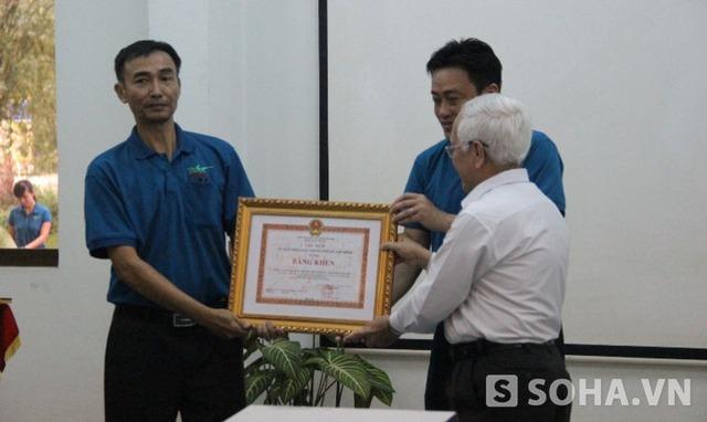 Với thành tích cho hổ trắng bố mẹ quý hiếm sinh sản thành công, Thảo cầm viên Sài Gòn được nhận bằng khen của Chủ tich UBND TP.HCM