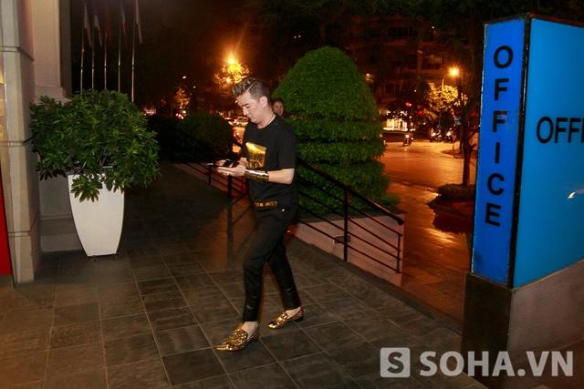 Tối qua( 20/6),Mr Đàm đã có một mini show tại một quán bar ở Hà Nội.