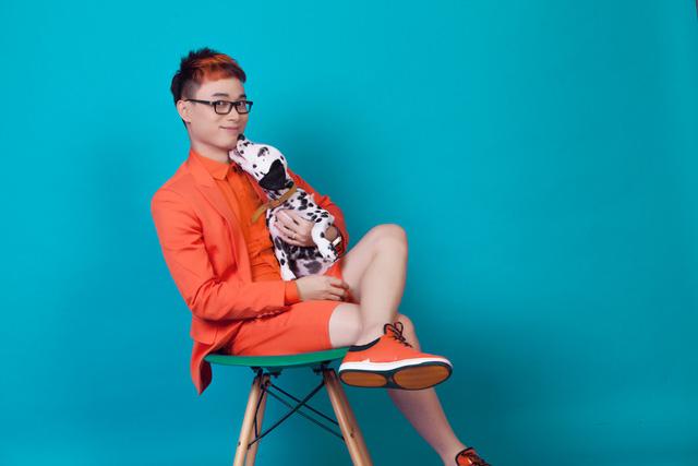 Song song với single và bộ hình mới, Trúc Nhân đang gấp rút thực hiện MV cho ca khúc Thật bất ngờ.