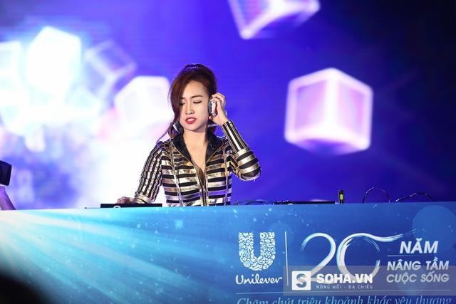 Ngoài các ca sĩ trên, chương trình còn có sự góp mặt của rất nhiều các nghệ sĩ khác. Trong ảnh là DJ Trang Moon.