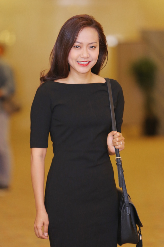 Xuất hiện tại buổi họp báo công bố Liên hoan phim Việt Nam lần thứ 19, nữ diễn viên Hồng Ánh diện váy đen bó sát kín đáo.
