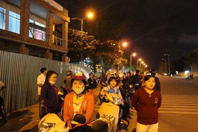 Không chỉ có người dân Đà Nẵng mà nhiều người dân ở Quảng Nam cũng đến chờ đón ông Thanh trở về điều trị bệnh.