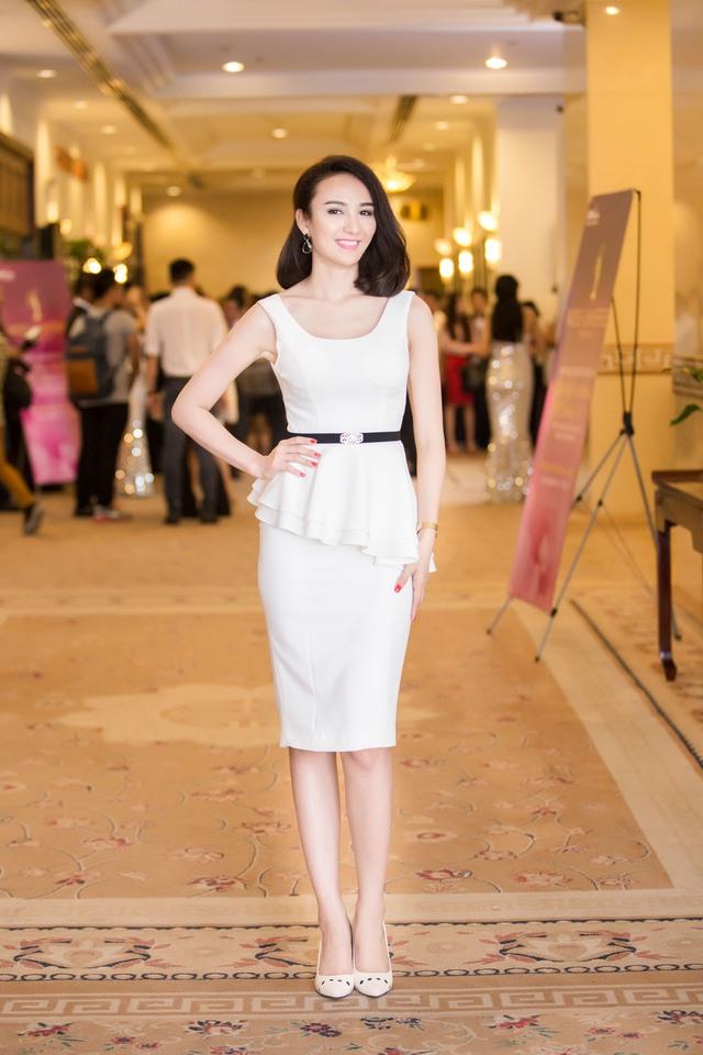 Ngoài Mai Phương Thúy, có rất nhiều người đẹp khác cũng tham gia sự kiện này. Trong đó có cả Hoa hậu du lịch Ngọc Diễm.