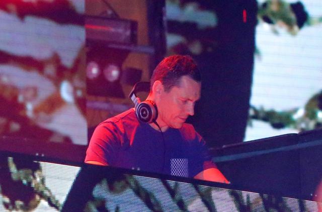 Phần trình diễn của DJ Tiesto được nhiều khán giả chờ đợi.