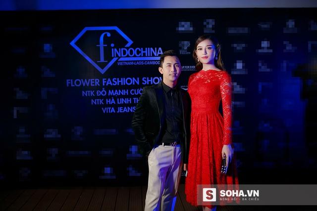 Hộ tống Huyền My đến sự kiện là chuyên gia trang điểm Tony Nguyễn.