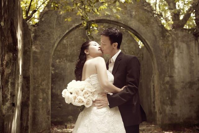 Lần đầu tiên làm cô dâu ở lứa tuổi 46 nhưng Thanh Thanh Hiền vẫn rất xinh đẹp và gợi cảm.