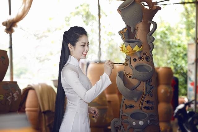 Vì đang theo học năm cuối tại trường Đại học Mở, Hoa hậu Ngọc Anh tạm gác lại những hoạt động của showbiz để tập trung học.