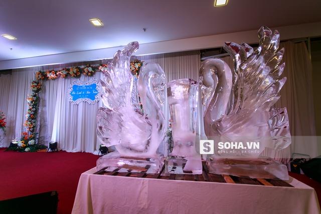 Đám cưới được diễn ra trong không khí vô cùng ấm cúng và vui vẻ.