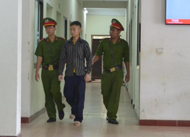 Bị cáo Khánh sau phiên xử. Ảnh: Hoàng Anh/Zing