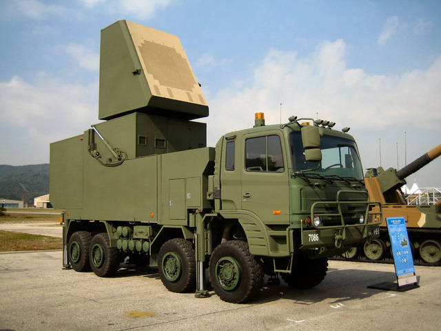 Radar đa năng của Samsung Thales trên gầm bệ xe tải việt dã 4 cầu chủ động KIA KM-1000series.