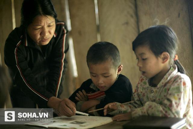 Cô giáo Đặng Thị Phương năm nay đã 44 tuổi, có 14 năm liên tục công tác tại trường PTDTBT Tiểu học Tân Lập.