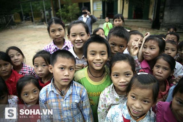 Các em học sinh bán trú của trong buổi chiều muộn tại trường PTDTBT Tiểu học Tân Lập