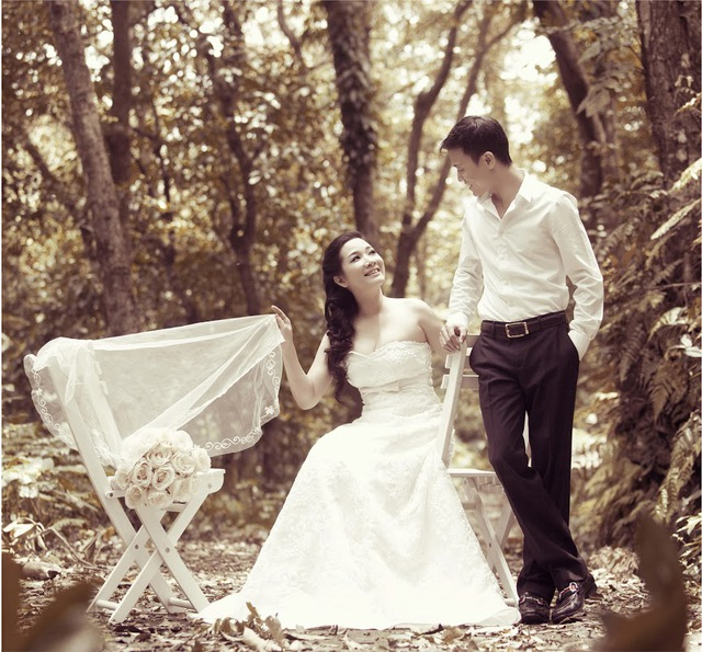 Bộ ảnh cưới của Thanh Thanh Hiền và Chế Phong được thực hiện trong rừng với khung cảnh lãng mạn không kém phim Hàn Quốc.