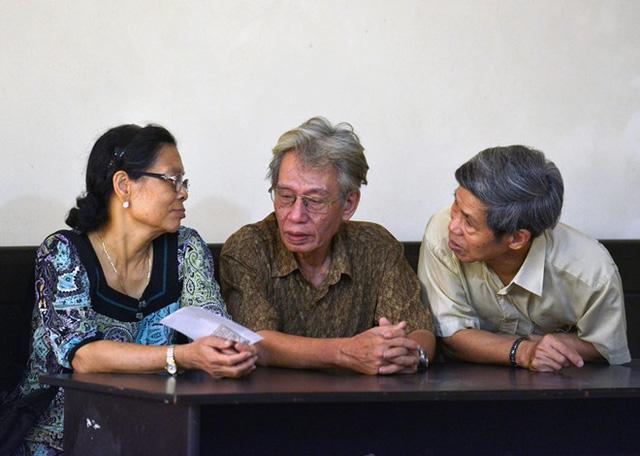Bố mẹ nạn nhân vụ án cũng có mặt tại phiên xử phúc thẩm. Ảnh: Hoàng Anh/Zing