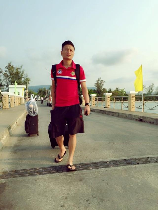 Cầu thủ Nguyễn Đức Linh đến gặp lãnh đạo CLB Cần Thơ nhưng ra về mà không đạt được kết quả nào. Ảnh: NVCC