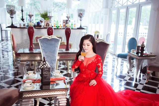 Bộ ảnh áo cưới được chia sẻ trên cộng đồng mạng khiến cho nhiều khán giả tò mò, bán tín bán nghi rằng đây là concept hình ảnh cô muốn trải nghiệm hay là chuyện lên xe hoa của cô nàng trong thời gian tới.
