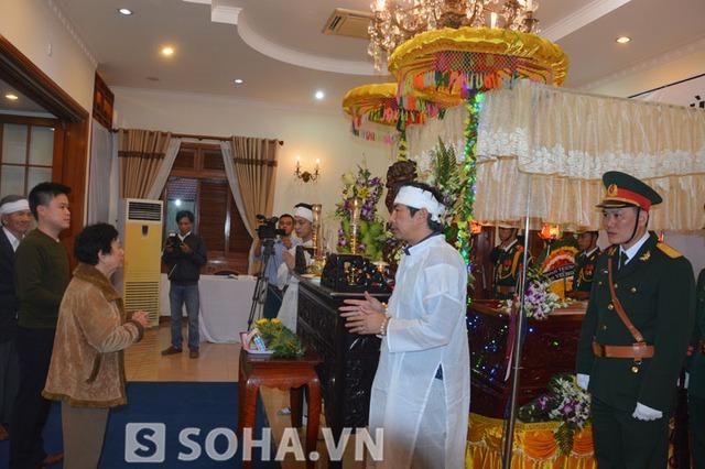 Hình ảnh người dân đến viếng tại nhà ông Nguyễn Bá Thanh